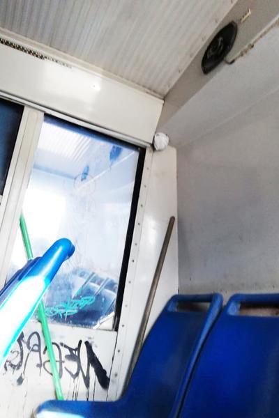 Cámara. Esta unidad Ruta Sur Panteones C623' tiene  su cámara de vigilancia en mal estado y tapada con papel y por supuesto, los grafitis.
