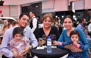 28032019 EN FAMILIA.  Eduardo, Dominik, Carmen, Fáatima y Gianna.