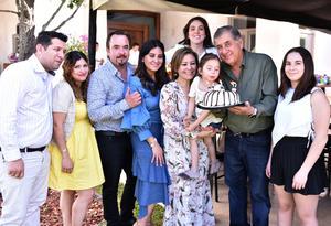 Rafael Diaz con su esposa, Laura,sus hijos, Cesar y Liz, sus nietos, Regina y Pia, y sus hijos politicos, Barbara, Carlos y Alma