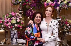 Alejandra con su mamá, Rosario Castro Lozano