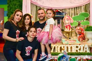 02032019 CUMPLE 4 AñOS.  Victoria Ibarra con sus papás, Jesús Ibarra y Linette de Ibarra, y sus hermanos, Natalia y Diego, en su fiesta de cumpleaños.