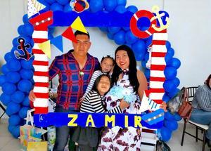 02032019 FELICES EN FAMILIA.  Manuel Alcalá Adame y Diana Santos de Alcalá con sus hijas, Romina y Farah, esperando la llegada de su hijo Zamir.