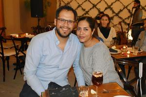04032019 EN PAREJA.  Luis y Emma.