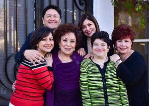 03032019 EN FAMILIA.  Guillermina Celayo acompañada de sus hijos: Georgina, Guillita, Mapy, Salvador y Marcela, en su festejo de cumpleaños.