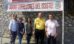 03032019 POSAN PARA LA FOTO.  Integrantes del Sindicato del ISSSTE, listos para el Maratón Lala.