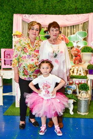 03032019 CUMPLE 4 AñOS.  Victoria Ibarra con sus abuelitas: Laura Pámanes y Margarita Márquez.