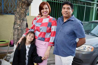 07032019 Evangeline, Violeta y Pedro.