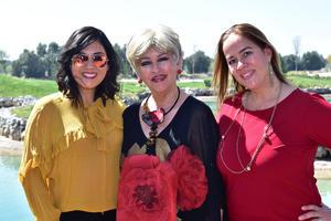 07032019 CELEBRA SU CUMPLEAñOS.  Alma Flores Múzquiz con su hija, Kareny Machado Flores, y su nuera, Zayne Robles de Machado, en su festejo de cumpleaños.