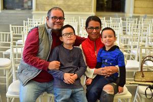 07032019 EN FAMILIA.  Gerardo, Diego, Isabel y Cristian.