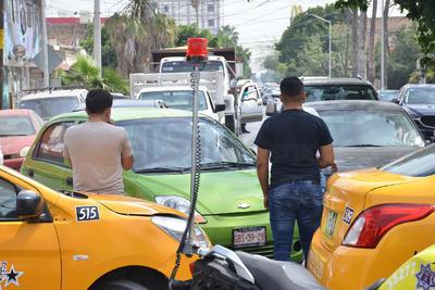 Protestan taxistas de Torreón; exigen regular plataformas digitales