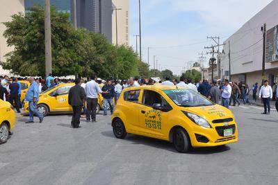 Detuvieron ilegalmente a un conductor de Uber, así como a su pasajero.
