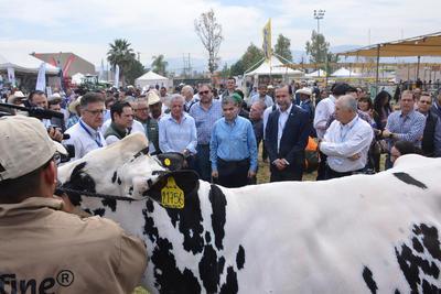 En la inauguración el gobernador Miguel Riquelme reiteró su apoyo para seguir impulsando el desarrollo del sector agropecuario y asegura que este año se ejercerán alrededor de 242 millones de pesos, lo que permitirá seguir consolidándolo como uno de los principales ejes en el país.