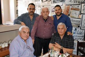 09032019 MUCHAS FELICIDADES.  Jorge Rivera con Jorge, Rodolfo, Mariano y Guillermo en la celebración que se organizó en conocido restaurante con motivo de su cumpleaños.