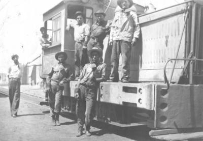 10032019 Electricistas en los años 20, entre ellos, está el Sr. Margarito Ortiz Aguilar (f).