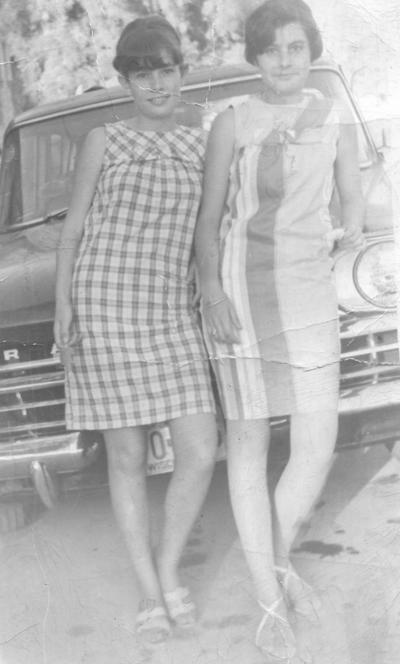 10032019 Amparo Mora (f) y Cecilia Mora en 1965.