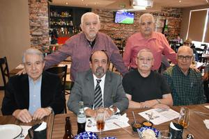 10032019 ENTRE AMIGOS.  Jorge Rivera acompañado de Arturo, Jesús, Pedro, Silverio y Chacho, en su festejo de cumpleaños.