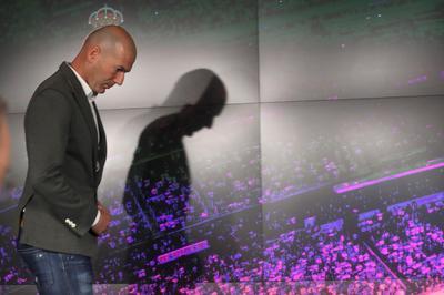 """""""Zinedine Zidane representa el espíritu y los valores sagrados del Real Madrid y su relación con el club ya es eterna desde 2001."""""""