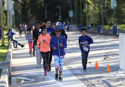 Los corredores recorrieron la distancia en familia.