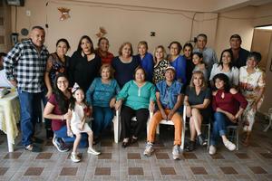 12032019 MUCHAS FELICIDADES.  Patricia García acompañada de los invitados a su celebración de cumpleaños, en la que disfrutaron una rica comida en el marco de un gran ambiente.
