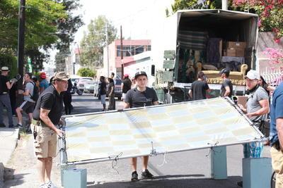 Para el filme se ocuparon 11 camiones completos de equipo, camerinos  y personal profesional en su area