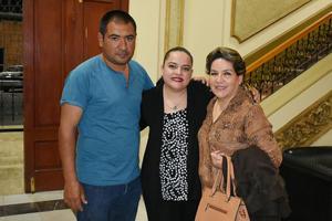 13032019 EN EL TIM.  Eduardo, Claudia y Nena.