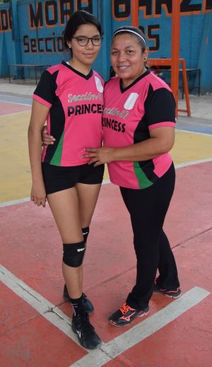 13032019 Vicky y su hija, Mary, del equipo invitado, Scarlett Princess de Torreón.