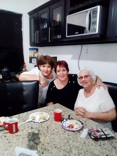 Teresa, Bertha y Elva.