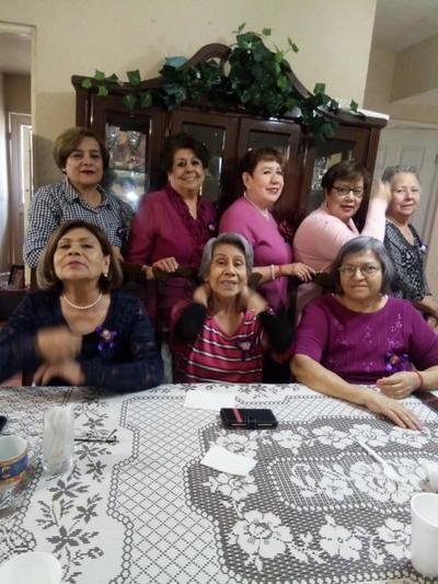 En el cumpleaños de Gloria García y festejo del Día de la Mujer.