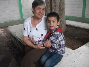 14032019 EN FAMILIA.  Hortensia con su nieto, Paquito.