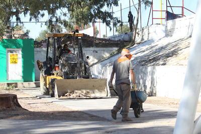 Por el lado de la Avenida Universidad, se puede observar por afuera del Parque Francisco Villa una construcción que al preguntar a los trabajadores respondieron que se trata de nuevos baños para los aficionados.