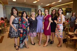 15032019 BRIDAL SHOWER.  Bárbara Hoyos acompañada por algunas de las invitadas a su recepción.