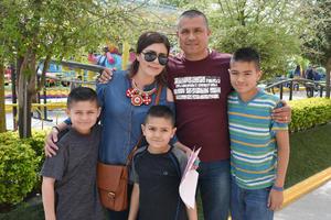 15032019 EN FAMILIA.  Selene, Lorenzo, Andrey, Alejandro y Audrey.
