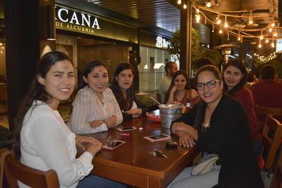 Andrea Ríos, Nicole Ríos, Valeria Rocha, Diana Soto, Judith Silva y Cyntia Salazar.