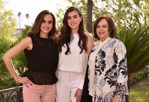 Barbara con su mama, Angelica Gallegos, y su abuelita, Olga de Sosa de Gallegos