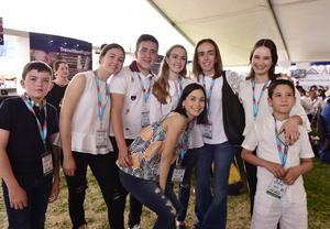 Adolfo, Manuela, Carlos, Marisofi, Miriam, Adris, Josema y Valeria