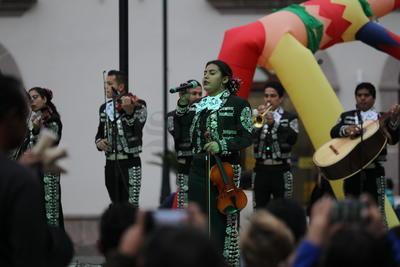 El aspecto musical destacó el Mariachi Juvenil Universitario y el trío romántico 'Los comodines'.