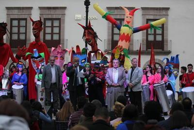 Cerca de las 16:45 horas se declaró la inauguración formal en presencia de autoridades culturales e invitados especiales.