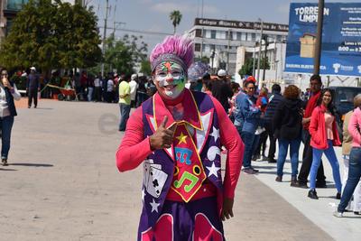 Celebran a la primavera con desfile en Torreón