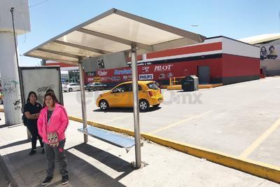 Abollados. Estación ubicada en bulevar Revolución casi esquina con calzada Saltillo 400 que presenta abolladura y afectaciones por grafiti.