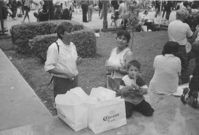 17032019 Luis Pimentel López y Rosario Ortiz Espinoza con el niño Pablo Isaí. En la actualidad, celebran 47 años de casados.