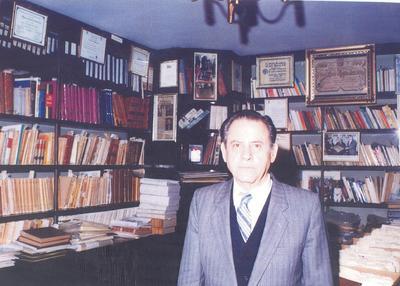 17032019 José León Robles de la Torre en su biblioteca particular en Torreón, Coahuila.