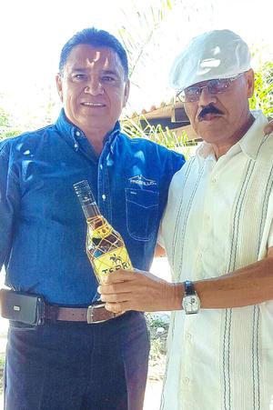 17032019 Miguel Gómez Ch. y Mario Flores F. en su cumpleaños.
