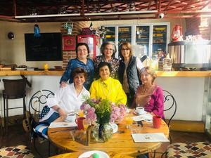 17032019 ENTRE AMIGAS.  Paty Zarzar de Murra, Ale Zarzar de Nahle, Carmiña Fernández de Salazar, Tere Morales de Castro, Helue Iza de Morales y Malena Luengo, en Ajijic, Jalisco, a donde fueron a visitar a Tere, que allá radica y es amiga desde la infancia.