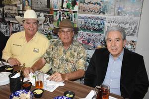 21032019 ENTRE AMIGOS.  Carlos, Juan Manuel y Arturo.