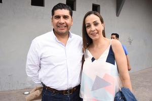 21032019 EN LOS TOROS.  Alberto Anaya y Karina Campillo.