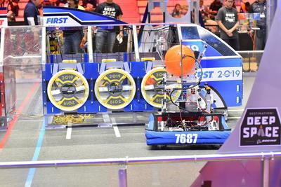 Los 36 equipos participantes pidieron comenzar con los ajustes a sus robots.