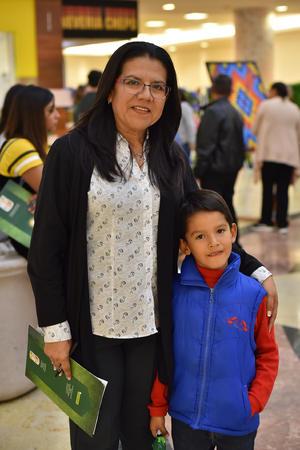 22032019 EN EL MALL.  Mónica y Felipe.