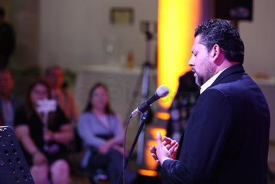 Los cantantes se hicieron acompañar del flautista transversal Noé Roch, del tecladista Alaín Murillo y del mandolinista michoacano Cristóbal Velázquez.