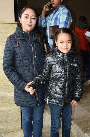 23032019 EN FAMILIA.  Jazmín y Julia.