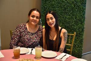 25032019 MUY CONTENTAS.  Pilar y Sara.